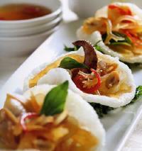 Chế biến món gỏi rau câu hải sản